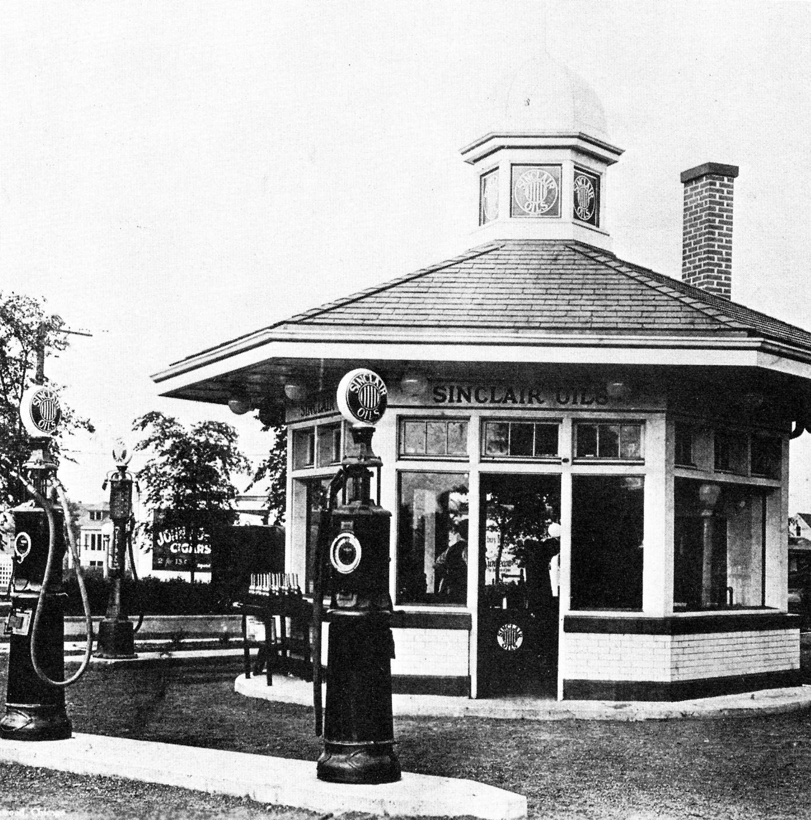 1910s sinclair station